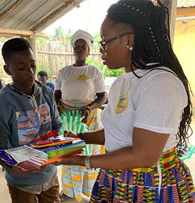 cauris d'afrique - photo dons de fourniture scolaire